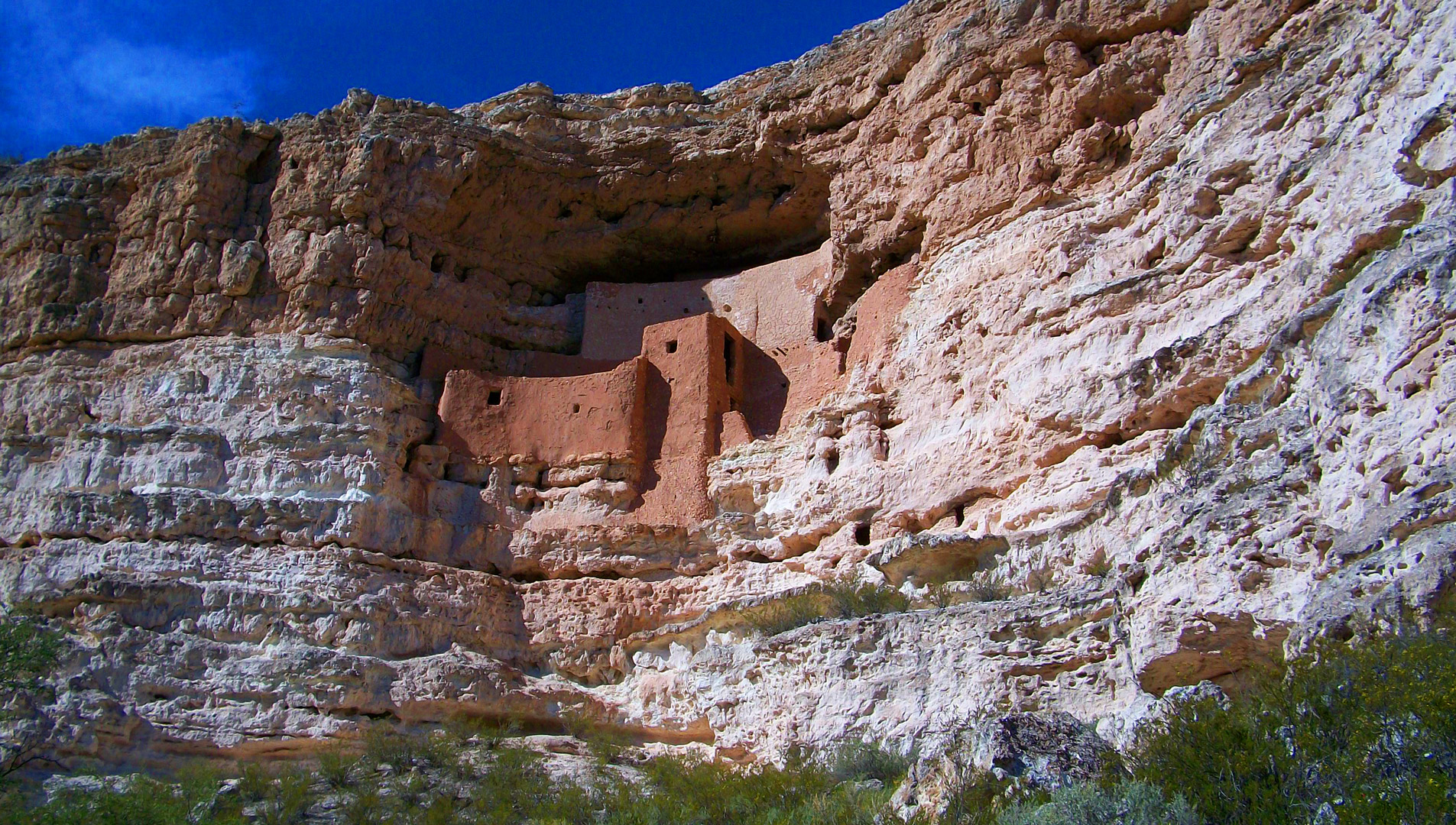 The well-preserved ruins on the limestone cliffs at Montezuma Castle National Monument.